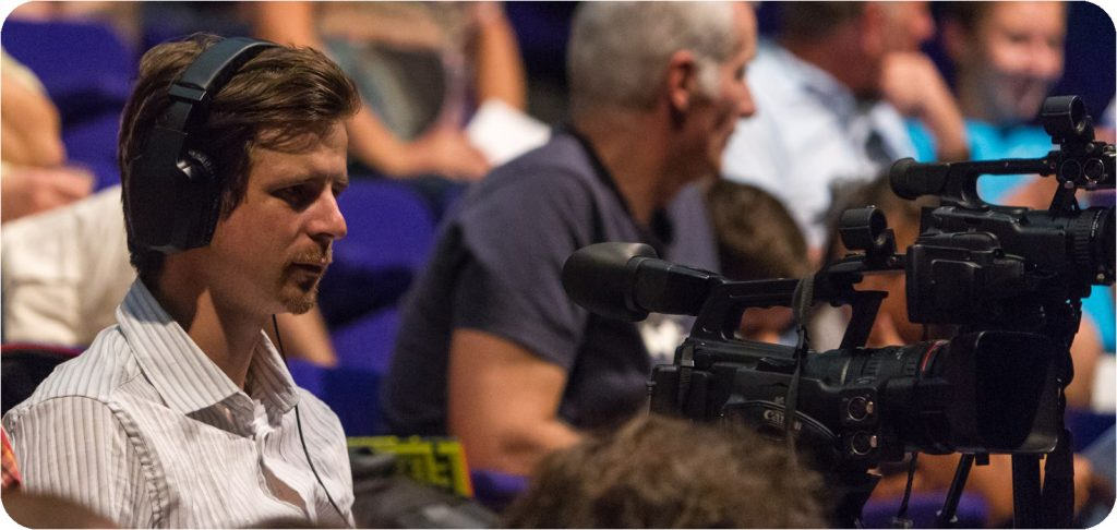 Nicolas-Portes-à-propos-vidéaste-indépendant-audiovisuel-videaste-cameraman-audiovisuelle-video-entreprise-film-corporate-prestataire-captation-video-reportage-communication-audiovisuelle